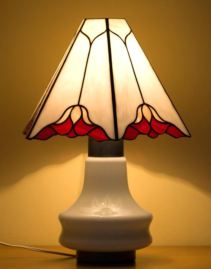 piros-rozsaszin-mintas-asztali-tiffany-lampa-1